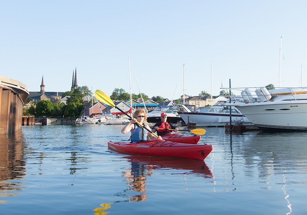couple-canoeing